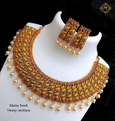 Traditional dull finish gold necklace set