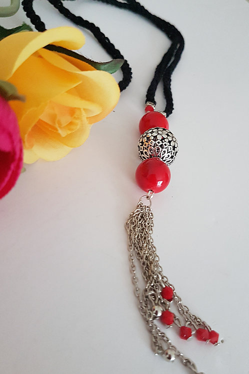 Black and red crocheted necklace