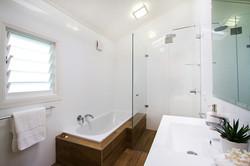 web_bathroom_20_Cliff_Street_COLLAROY