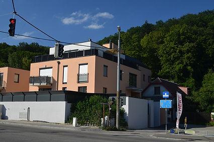 Das kleine Haus am grossen Haus