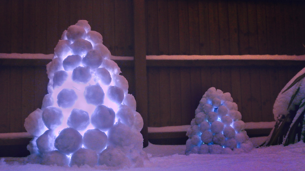 Swedish snowball lanterns using glowsticks