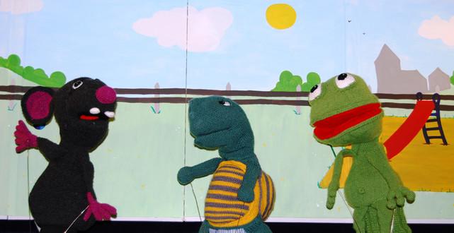 Figuren aus dem Gewaltstück der Polizei-Puppenbühne Mecklenburg-Vorpommern Kalle (Ratte), Jette (Schildkröte) und Frosch (Friedolin)