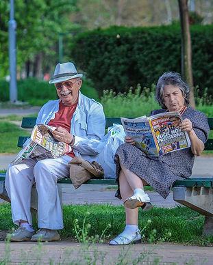 grandparents-2807673_1920.jpg