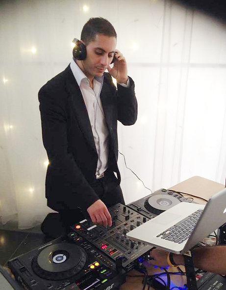 DJ HENI D