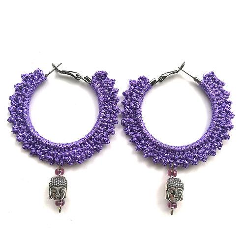 Creolen 4 cm schwarz umhäkelt mit Metallicgarn in violett