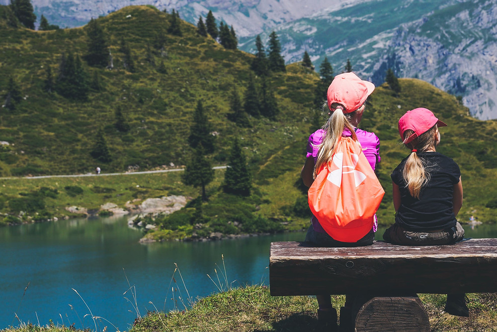 Mädchen See Berg Wandern