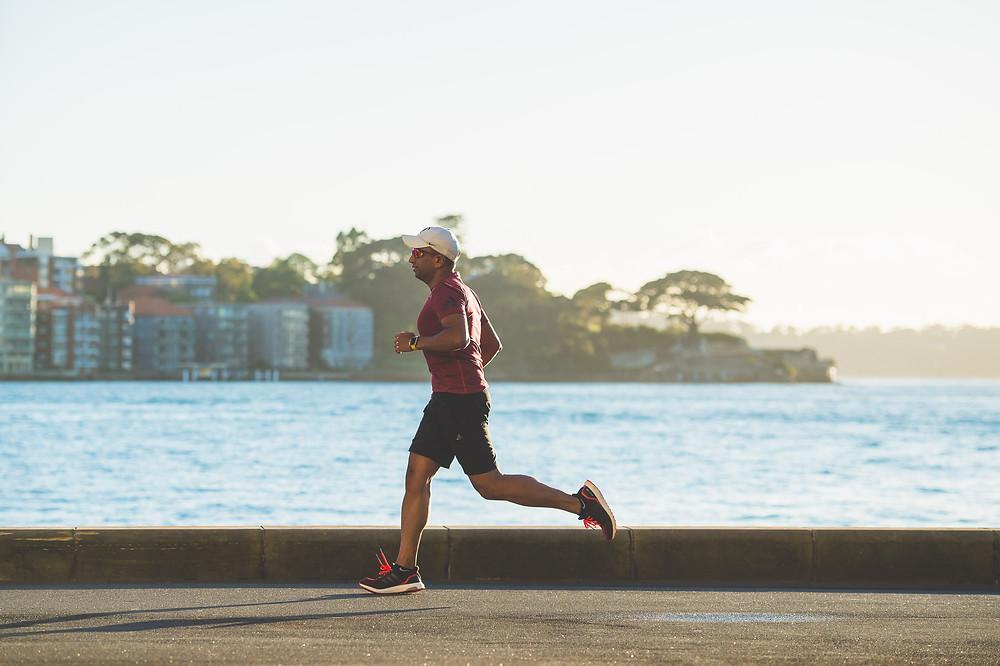 Mann Laufen Strand Asphalt