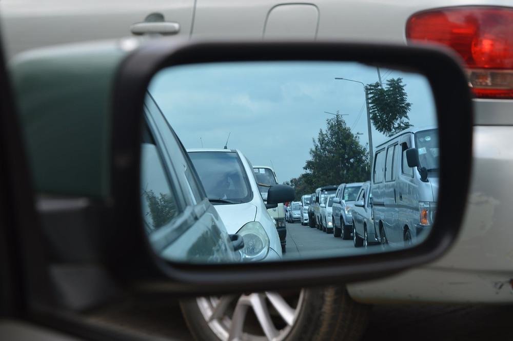 Straße Autos Rückspiegel