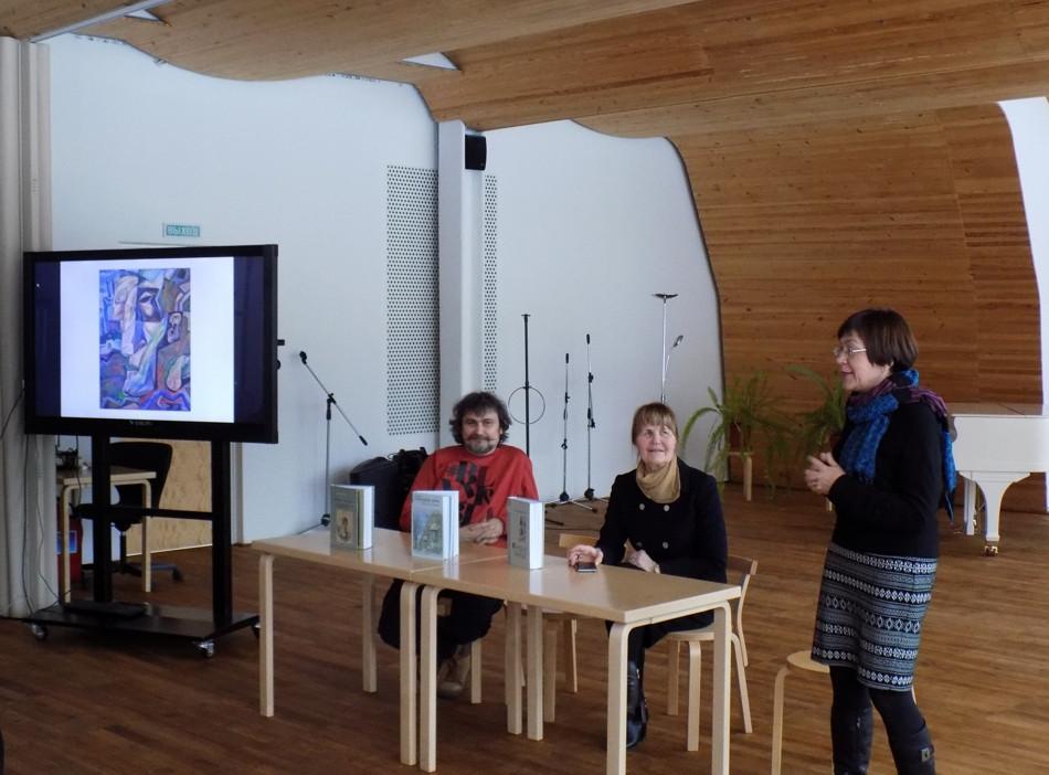 Conversation in the Alvar Aalto City Library.
