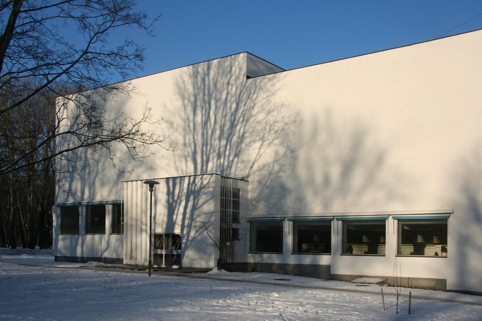 Alvar Aalto Library in Winter, photo by the author.