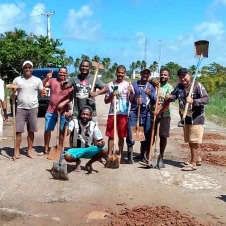 Sirinhaém: trabalhadores se revoltam e decidem tapar buracos de rodovia