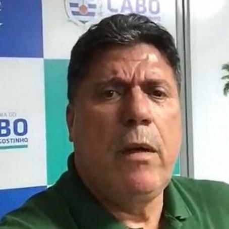 """Sem provas, prefeito do Cabo acusa oposição de fazer """"bagunça em frente aos hospitais"""""""