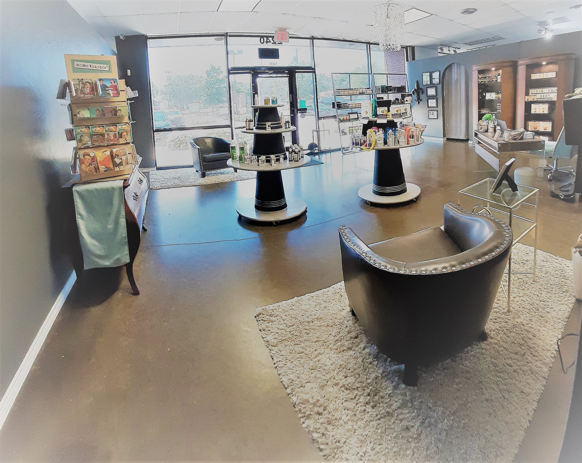 lobby with retail.jpg