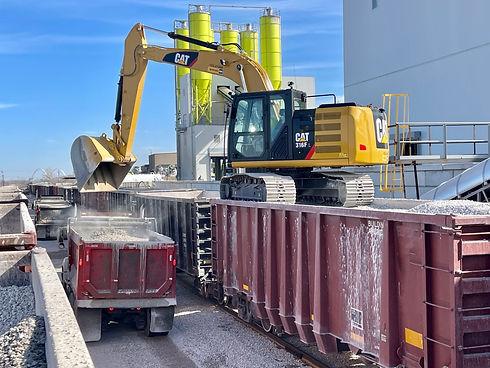 railcarunloading.jpg