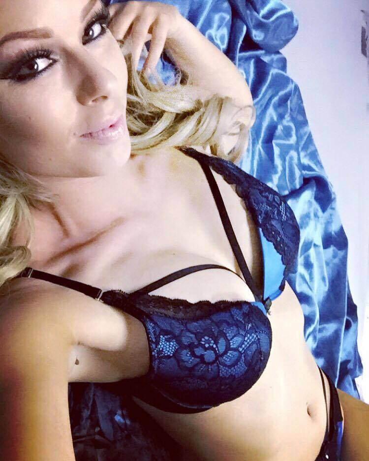 Heather Valentine Pin Up Model Sexy Lingerie Selfie