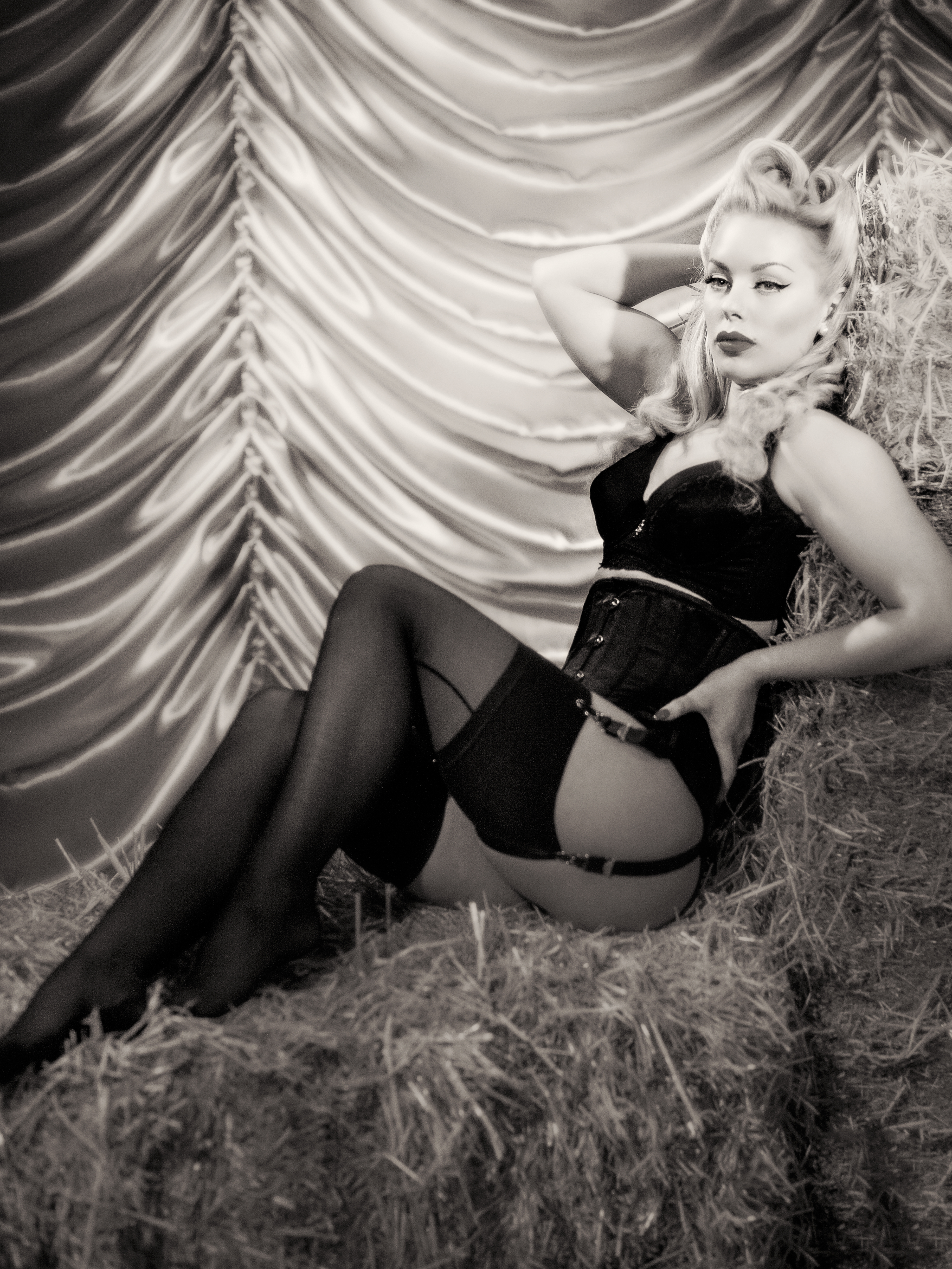 Hollywood Glamour Pinup Model