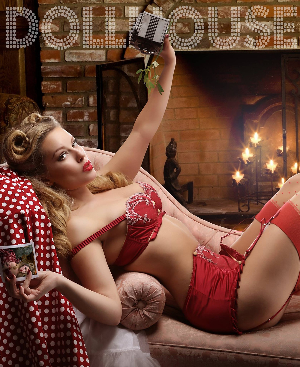 Christmas Themed Pin Up Ideas and Pinup pose ideas with Heather Valentine by Dollhouse Photography