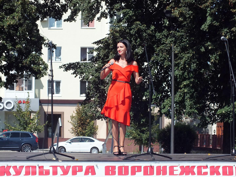 """Оксана Китаева солистка МКУК """"РДК"""" г. Семилуки"""