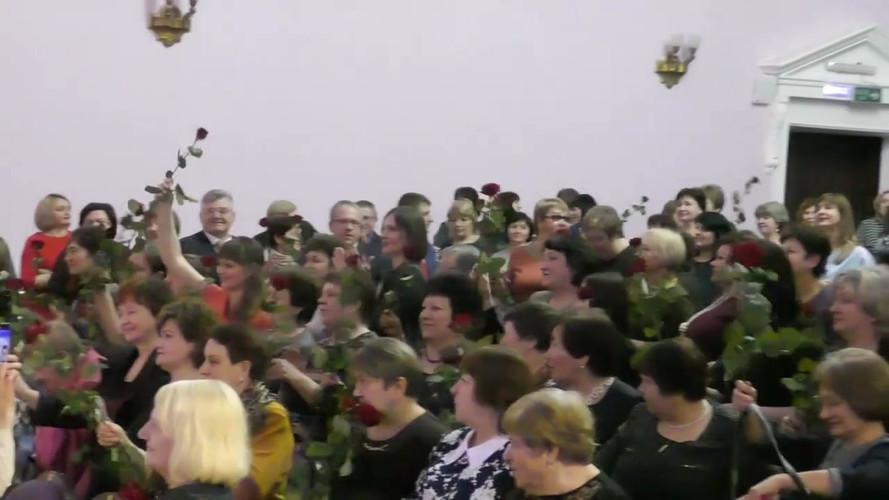 Миллион алых роз для  Семилукских женщин