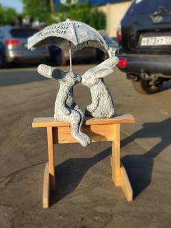 """Скульптура """"Влюблённые зайцы"""""""