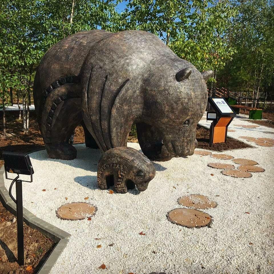 Скульптура Медведица и медвежата