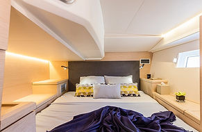 Lucky-Stateroom-jeanneau51-1000x653.jpg
