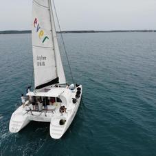 雙體帆船航行穩定性高
