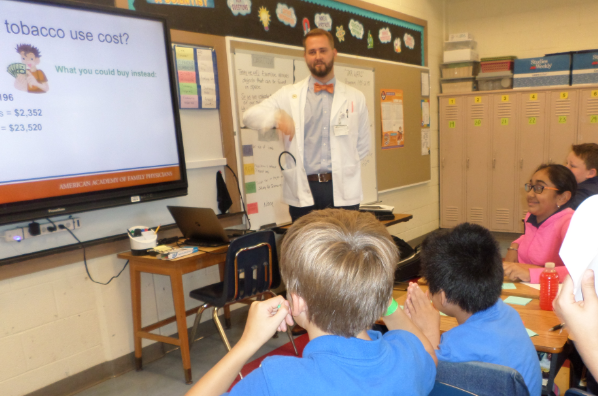 UTHSC Medical Students discuss the dangers of tobacco with Grahamwood Students