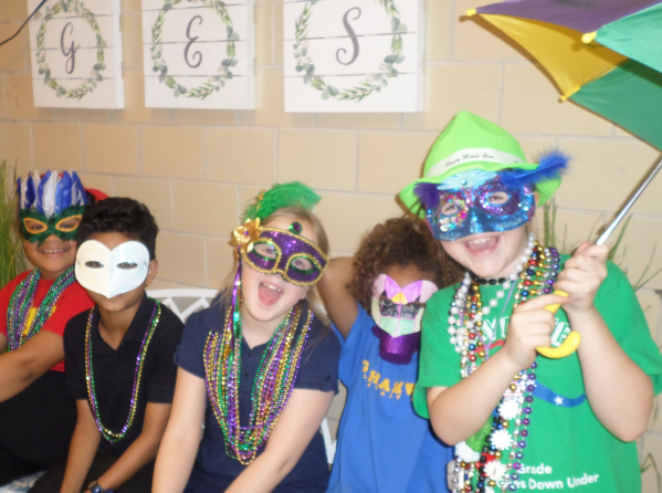 Grahamwood Elementary hosts its multicultural Mardi Gras Celebration!