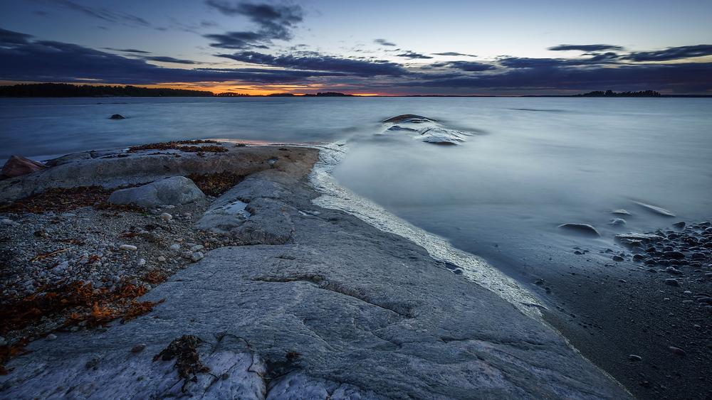 Torö, Nynäshamn. Klippor, hav och himmel.