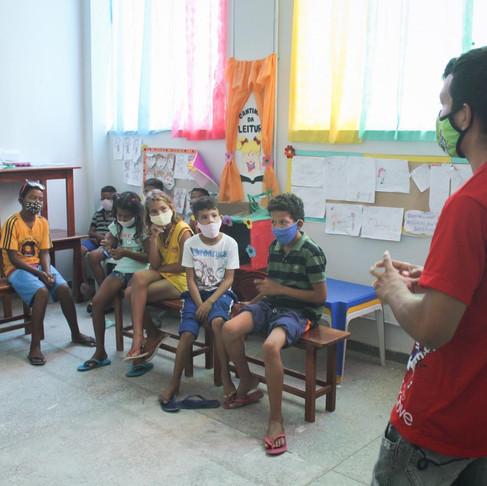 Adolescentes unidos contra a Covid-19 em abrigos