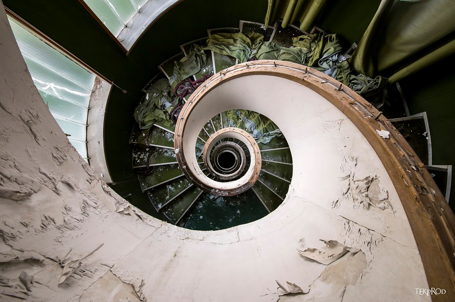 urban exploration (urbex) photo of a spiral staircase by Wix photographer Emmanuel Tecles