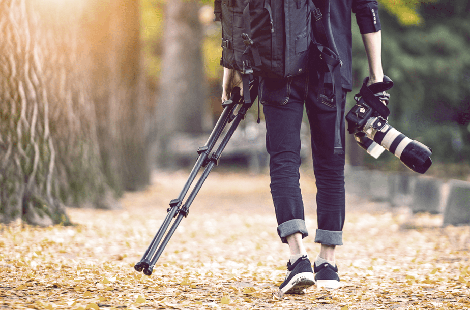 photographer hurt because of the weight of its gear