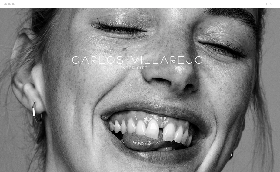 monochromatic close-up portrait of a smiling girl with diastema