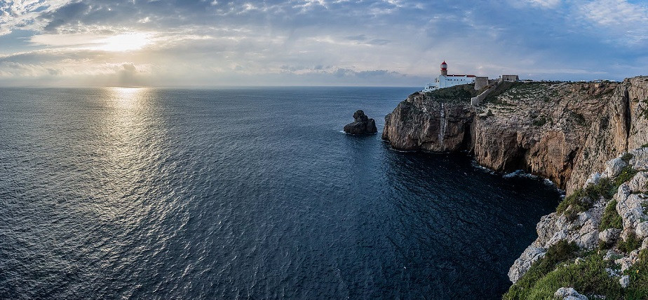Portugal coast with lighthouse by Wix photographer Pierik Falco