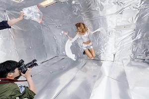 無重力空間で、水を使って写真撮影