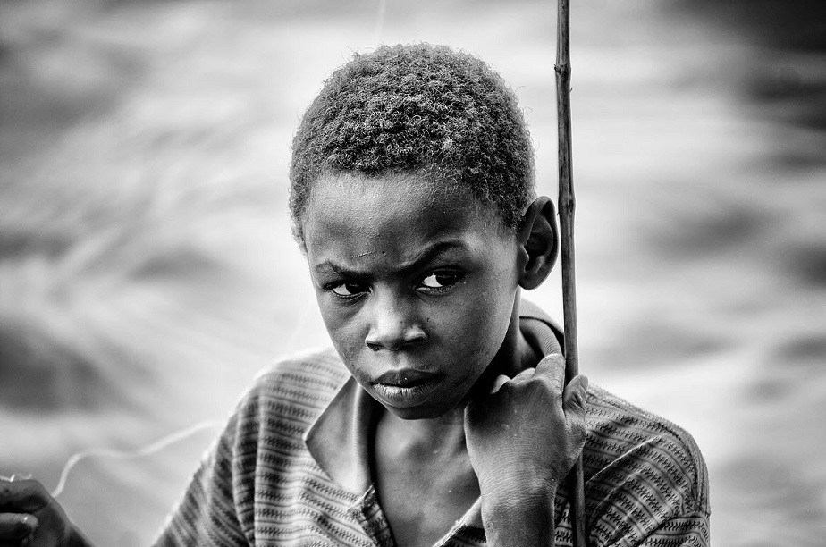 Portrait in black and white of an African child by Wix photographer Roberto Vamos