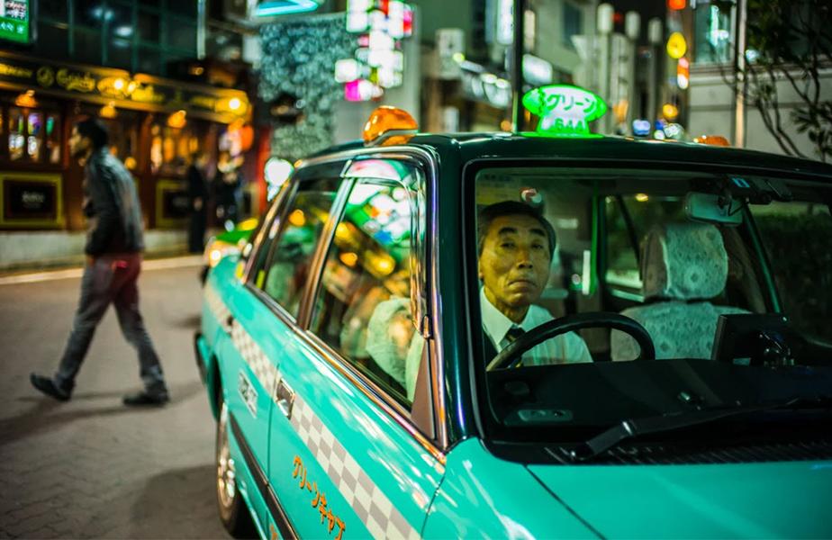 london taxi driver at night