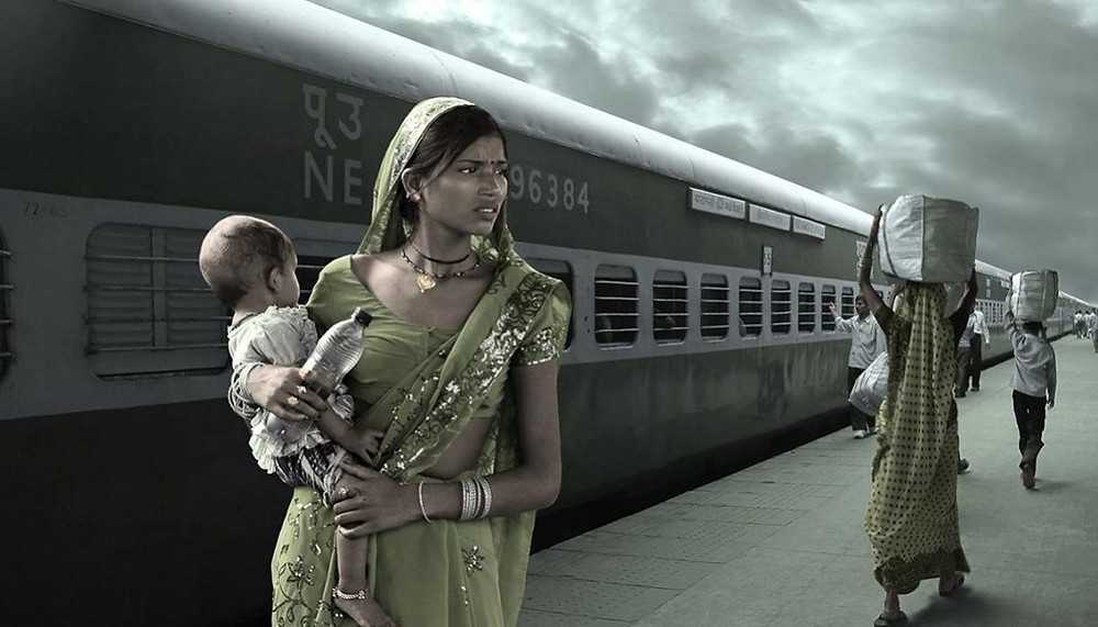 Indian woman with a baby in a train station by Wix photographer Gaelle Lunven