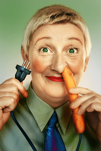 A cenoura realça os olhos verdes dela. Ficou bonito!