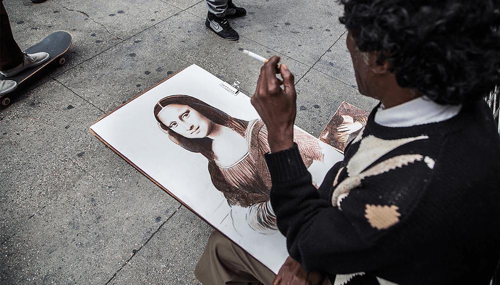 street artist drawing the mona lisa
