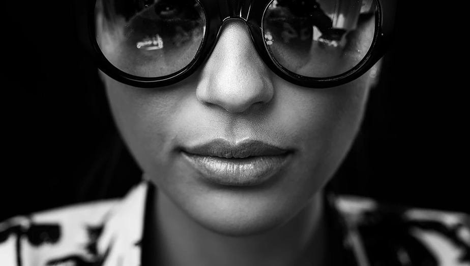 black and white portrait of girl wearing sunglasses