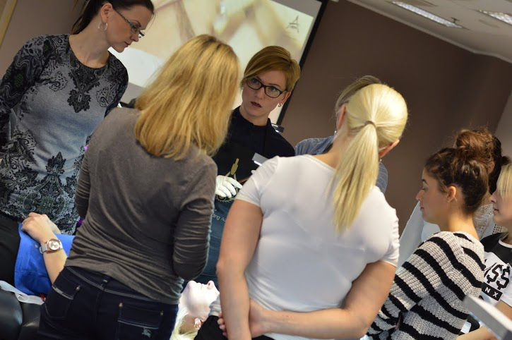 Dovilė Žilinskaitė (blond, prillidega) Eestis koolitust l