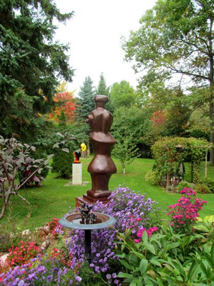 019-Sculpturegarden,-Hudson,Qe,Canada.jp