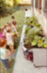 L'orto dell'Isola che non c'è: i bambini innaffiano le verdure