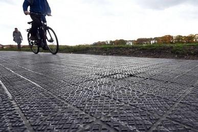 自転車専用の太陽光発電道路がドイツにある!!