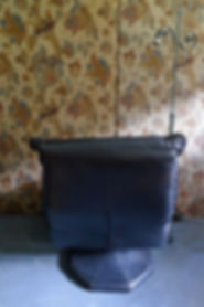 Black swivel 1.jpg