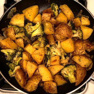 Quick and EASY! Potatoes, red onions and