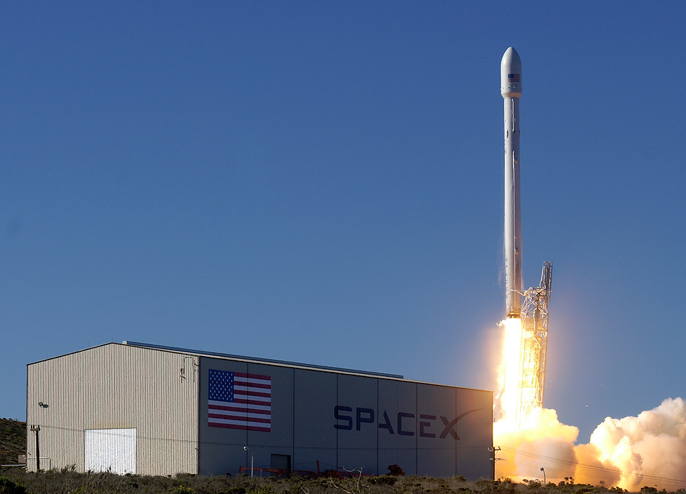 SpaceX Falcon 9 Lift out - Photo: courtesy of SpaceX