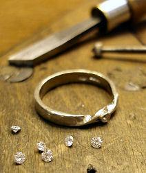 small-diamond-engagement-ring-making_pic